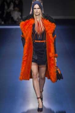 Behati Prinsloo - Versace Fall 2017 Ready-to-Wear