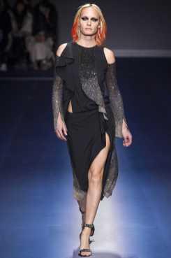 Amber Valletta - Versace Fall 2017 Ready-to-Wear