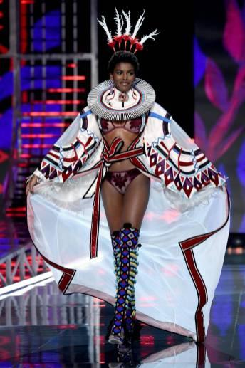 Amilna Estevao - Victoria's Secret Fashion Show