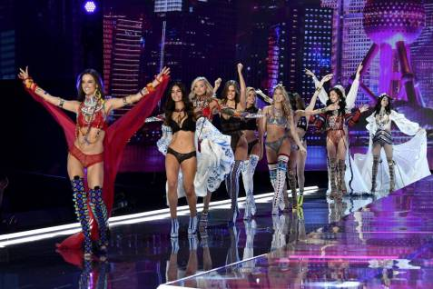 Alessandra Ambrosio - Lily Aldridge - Elsa Hosk - Josephine Skriver - Stella Maxwell - Martha Hunt - Liu Wen - Ming Xi - Victoria's Secret Fashion Show