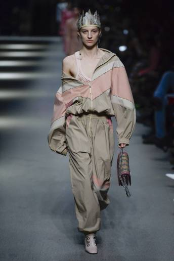 Hebe Flury - Burberry Spring 2018 Ready-to-Wear