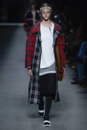Natalie Ogg - Burberry Spring 2018 Ready-to-Wear