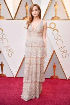 Zoey Deutch - Elbise: Elie Saab Couture, Takılar: Tiffany & Co.