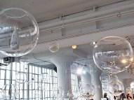 La instalación de burbujas mostraba todos los productos actualmente a la venta.