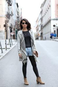 cserrano_poncho-levis_vintage-outfit_street_style-4