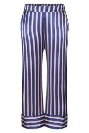 Pantalón de satén a rayas, en tonos azul, beis y nude.