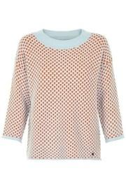 Nümph. Jersey de cuello redondo en tonos coral anaranjado y azul. Tejido de peso, con caída.