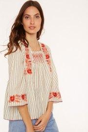 Blusa de rayas bordada en escote y mangas. Meisie