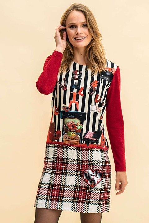 Vestido de punto que combina estampado y cuadros en la falda.