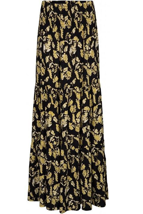 Falda larga estampada en amarillo sobre fondo negro.