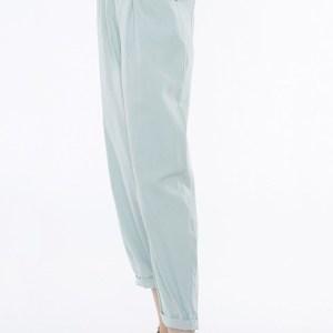 Pantalón en tono breeze de Meisïe.
