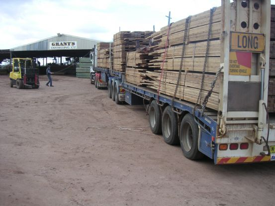 truck_with_timber_1_hr