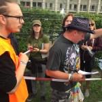 U2 // Komitet kolejkowy fani + ochrona.