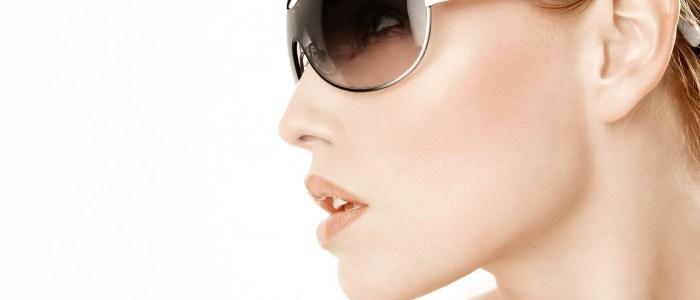 dame met zonnebril