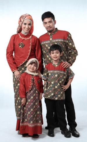 Model Baju Muslim Artis Pasangan Suami Istri dan Anak Terbaru