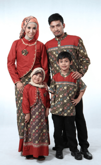 Desain seragam batik keluarga untuk Pesta pernikahan Modern