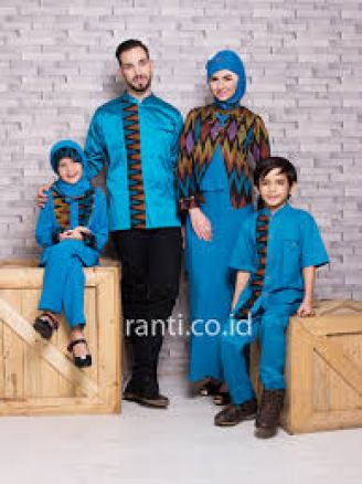 Model baju sarimbit keluarga Besar terbaru
