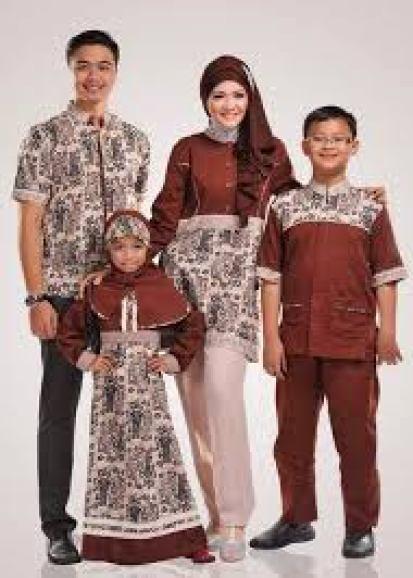 Model baju seragam batik keluarga untuk pesta perkawinan