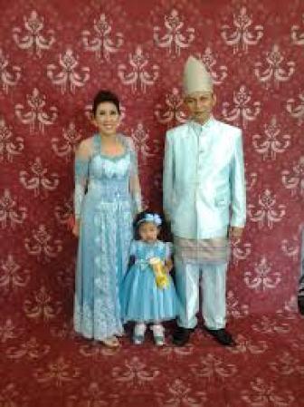 Model Baju Muslim Kebaya Seragam Keluarga Modern