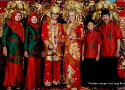 Contoh baju Kebaya Seragam Pernikahan Modern Terbaru
