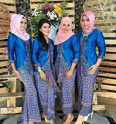 Model Baju Lebaran Keluarga Seragam Warna Biru Terbaru