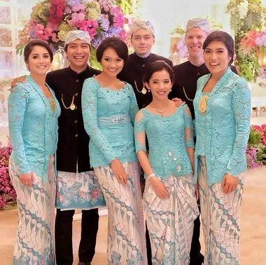 Model Baju Kebaya Keluarga Kutu Baru Terbaru