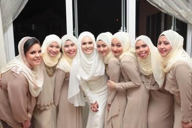 Desain baju Seragam Keluarga Pengantin Muslimah Modern