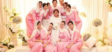 Model Busana Seragam Keluarga Pengantin Muslimah Modern Terbaru