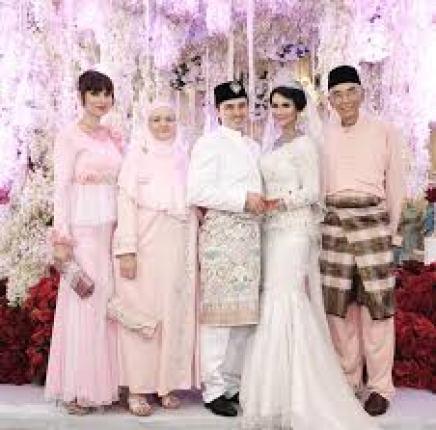 Model Baju Couple Pernikahan Modern Terbaru