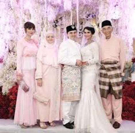 Model Baju Kebaya Seragam Keluarga Pesta Perkawinan Terbaru