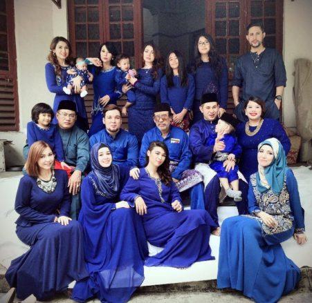 Model Baju Lebaran Seragam Keluarga Warna Biru Terbaru