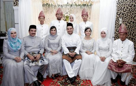 Model Busana Keluarga Pengantin Malaysia Terbaru