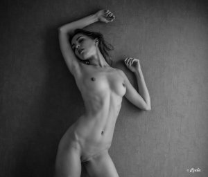 lana_black_and_white_by_baineann-d8dct5d