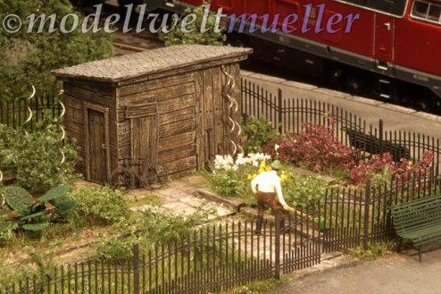 Der Gärtner von Preiser vervollständigt die Szene