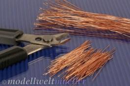 Die Drähte in 12cm und 3-4cm Stücke schneiden