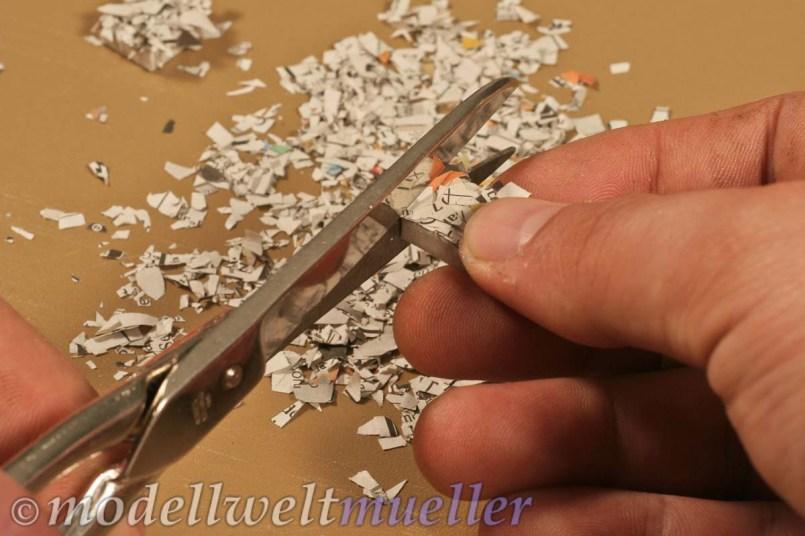 Überstehendes Papier abschneiden