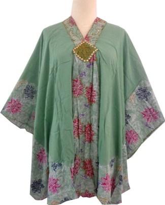 Baju Batik dengan Kerah V untuk Wanita Gemuk