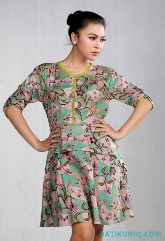 Dress Batik dengan Motif Bunga Terbaru