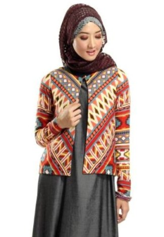 Gaya Berbusana dengan Baju Batik Pesta untuk Wanita Muslimah Modern