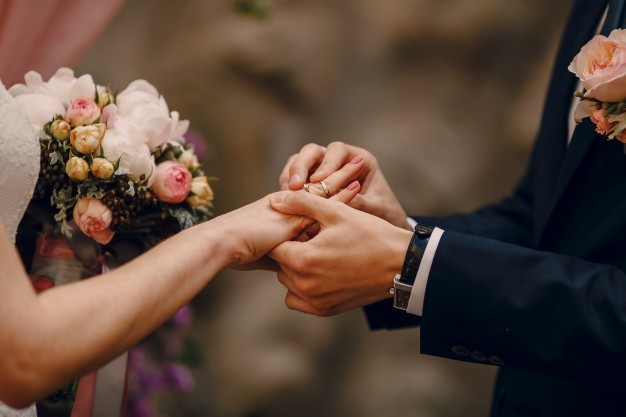 wedding ring, a wedding ring