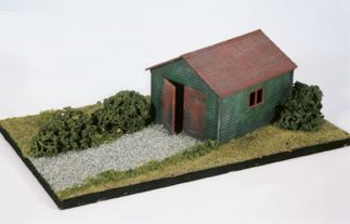 Wills SS13 Domestic Garage, timber style (OO gauge plastic kit)