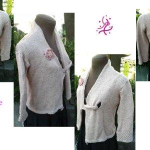 Vous cherchez une veste d'été courte, délicate et originale? Alors cette veste est pour vous!