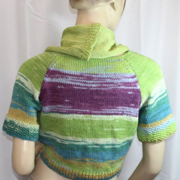 Vous cherchez une veste en coton pour l'été, avec des couleurs joyeuses pour sortir de la grisaille de l'hiver? Vous voulez une forme différente à draper selon votre humeur? Alors la veste courte drapée Fiorista est pour vous!
