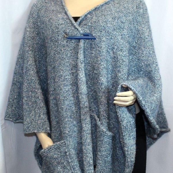 Cape à poches couleur bleu clair