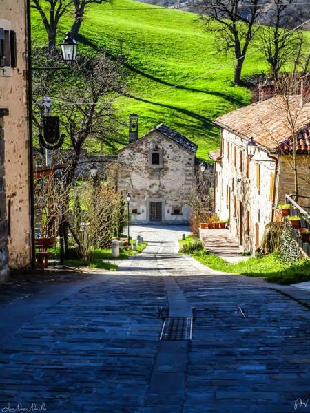 Borgo di Gombola - Foto di Luca Nacchio