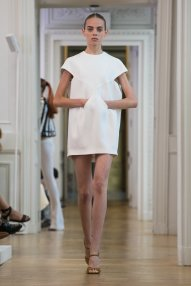 courreges-spring-2017-rtw-slide-czbu-superjumbo