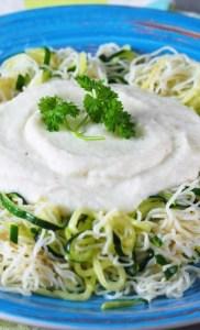 Keto spaghetti Alfredo z kalafiora (Paleo, LowCarb, Wege)