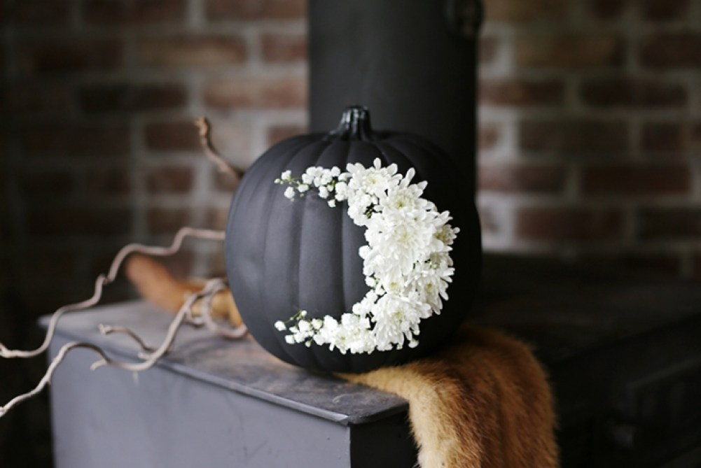 Spooky And Chic Halloween Party