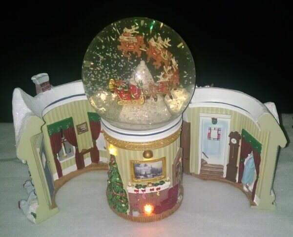 Thomas Kinkade Night Before Christmas Snowglobe