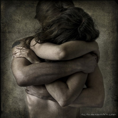 There are hugs that feel good, and there are painful MS hugs. Photo found on www.incrediblesnaps.com